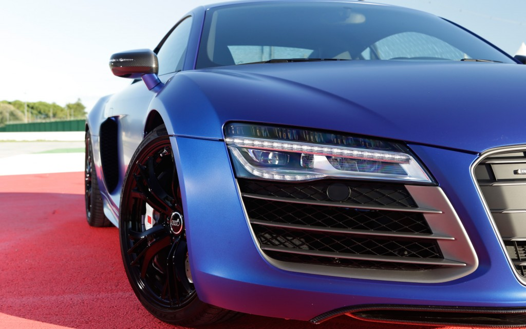 audi r8 v10 plus the russians love you so much. Black Bedroom Furniture Sets. Home Design Ideas