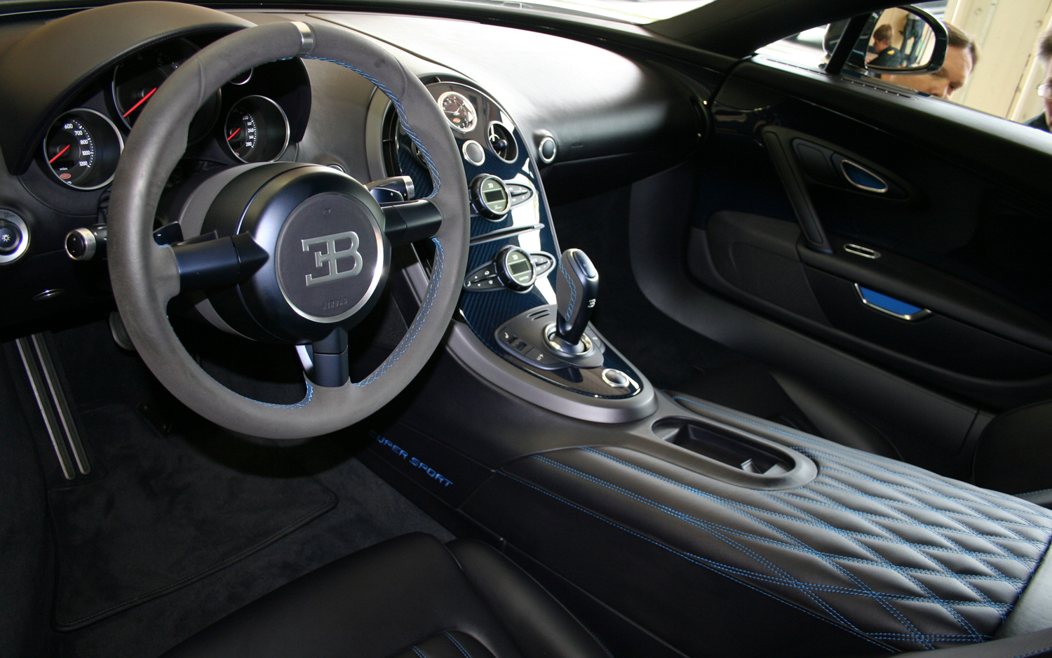 one of the most expensive cars ever bugatti veyron super sport. Black Bedroom Furniture Sets. Home Design Ideas