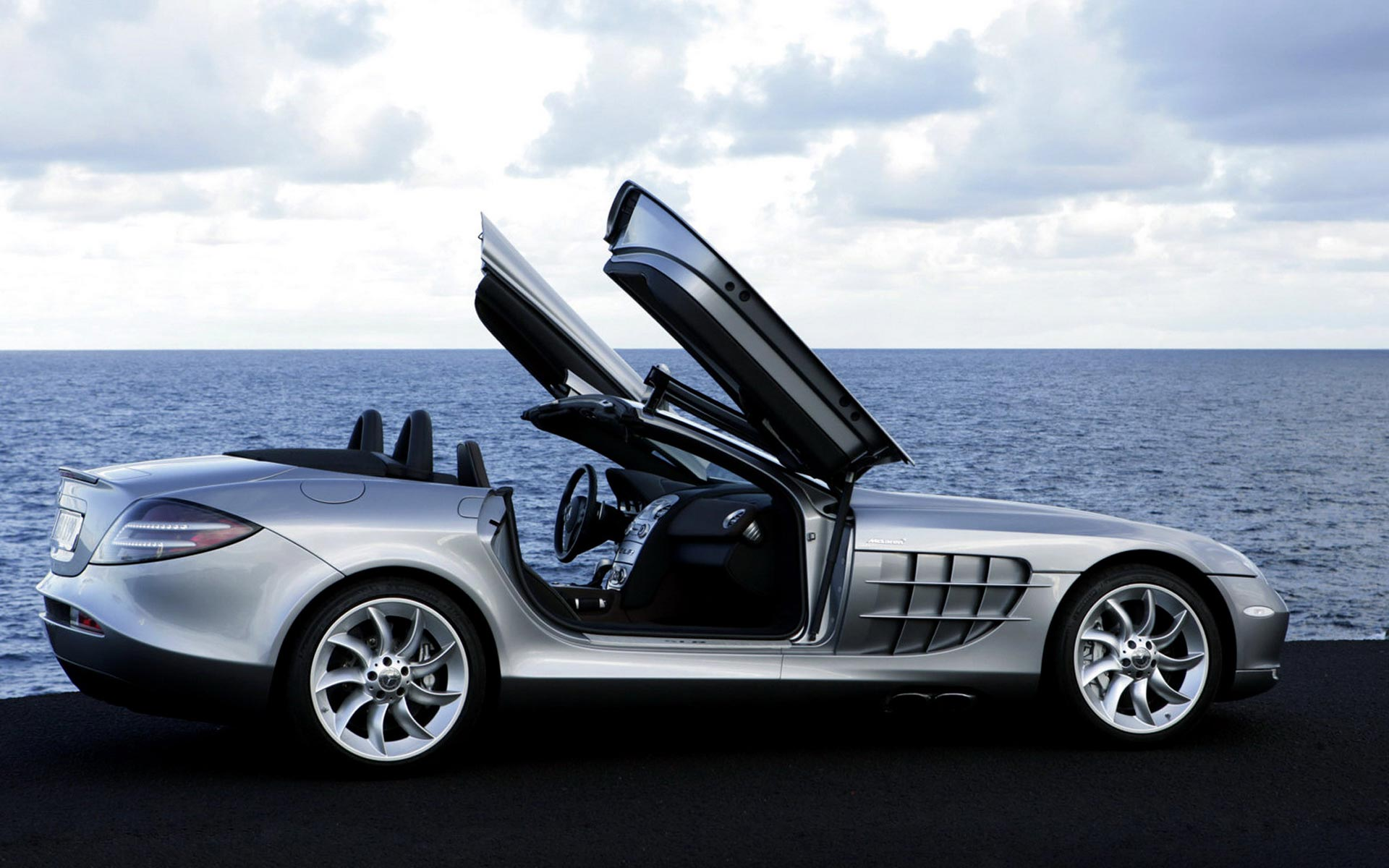 Mercedes Benz SLR McLaren Side Open